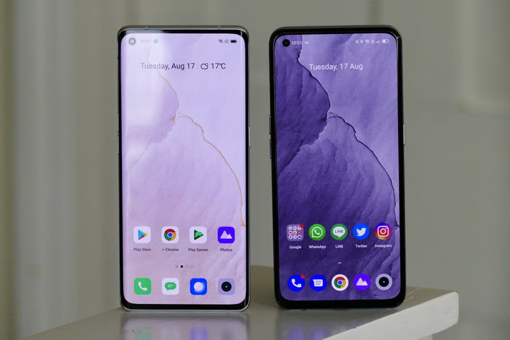 The Realme GT Explorer Master Edition (right) and GT Master Edition (left) screens.