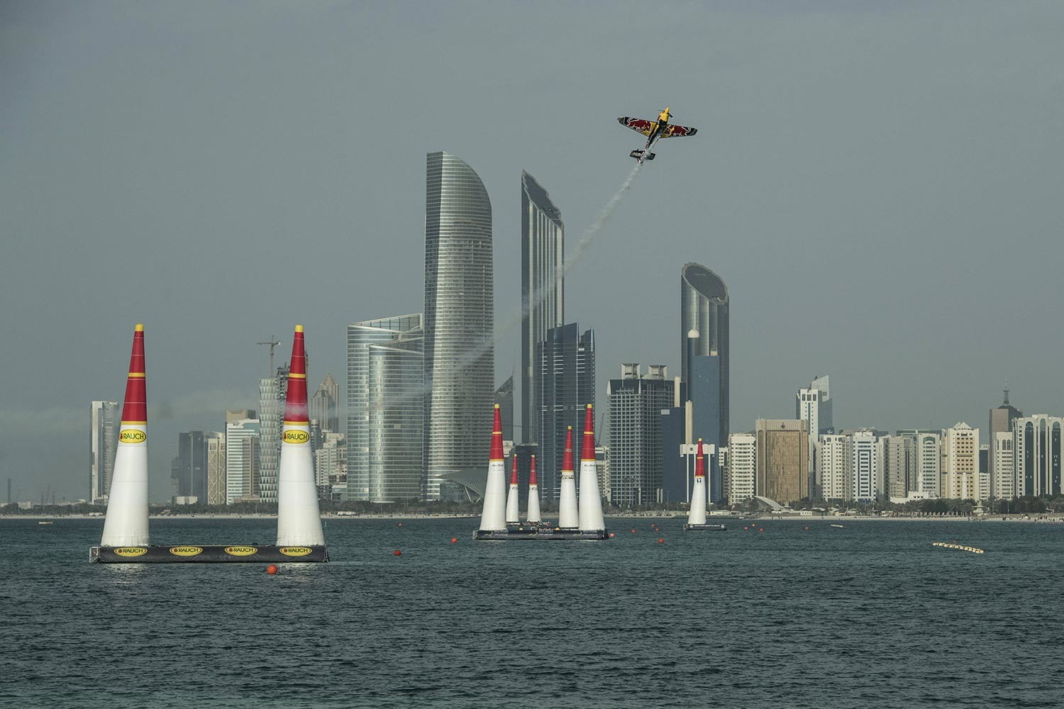 judging red bull air races with tech race abu dhabi 2  jeorg mitter redbull content pool