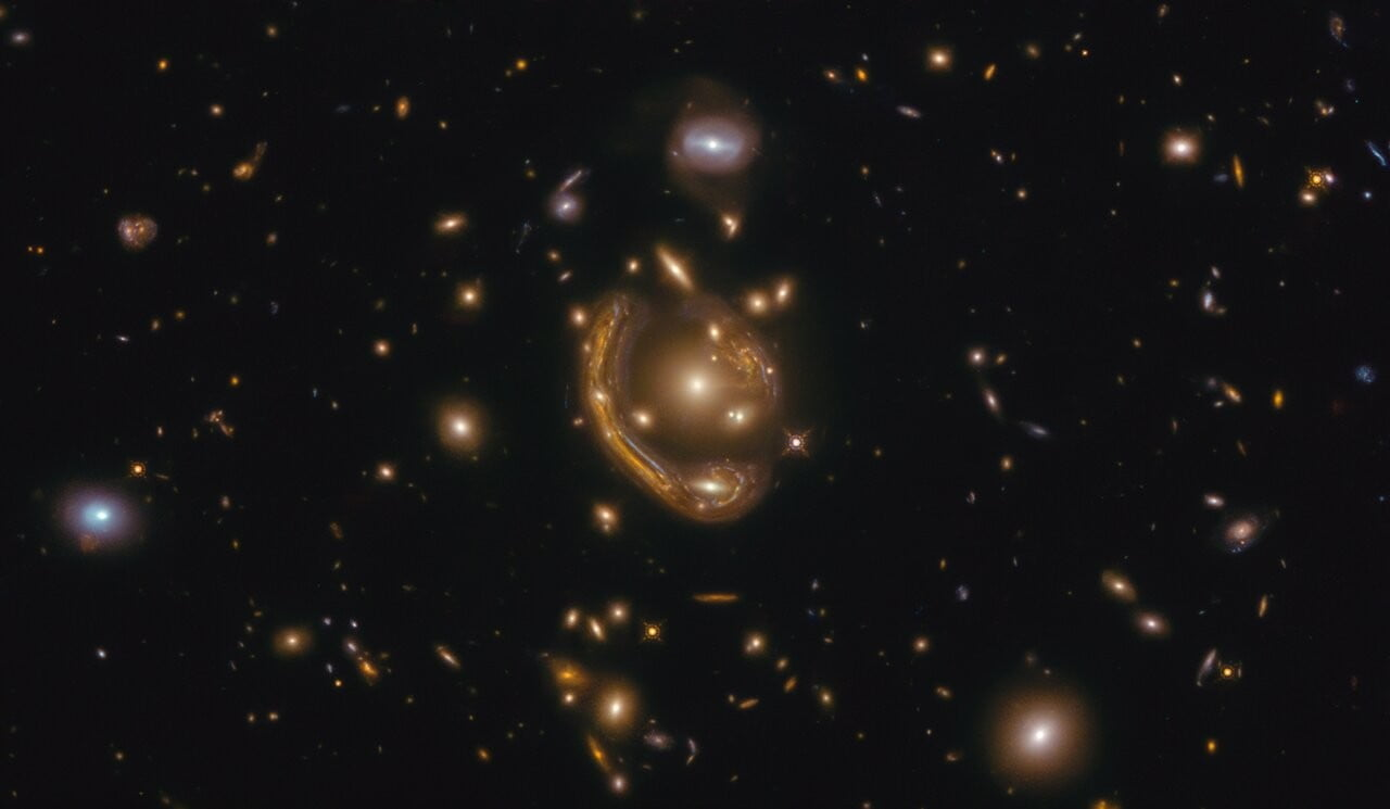 Molten ring in space allows Hubble to peer 9 billion years into the past - Digital Trends