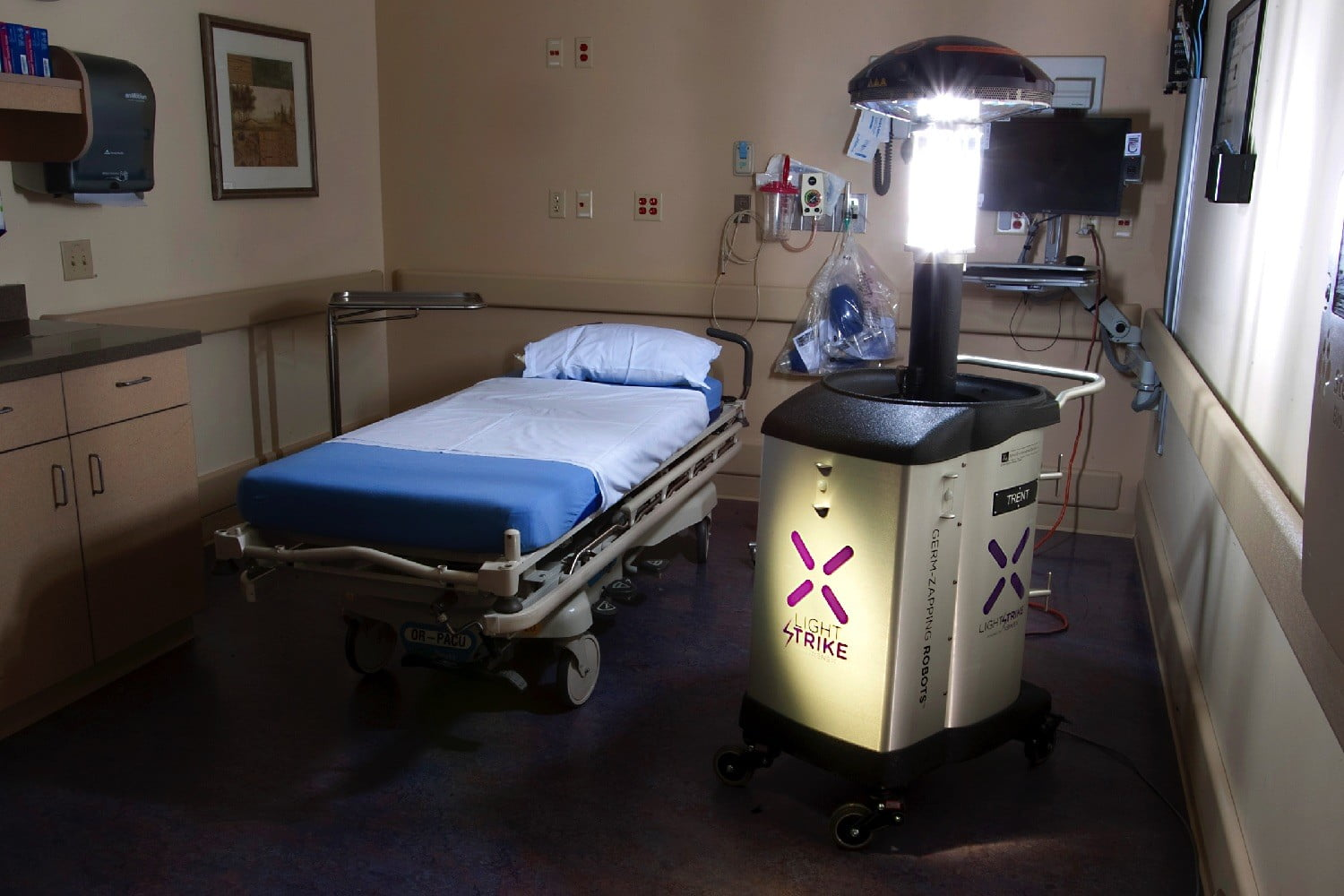 superbug zapping robot new jersey in patient room  uchealth
