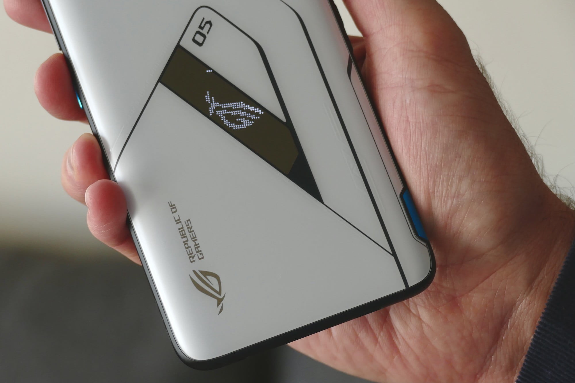 asus rog phone 5 ultimate fan gift package vision close