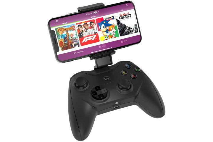 Rotor Riot USB-C Controller with a smartphone.