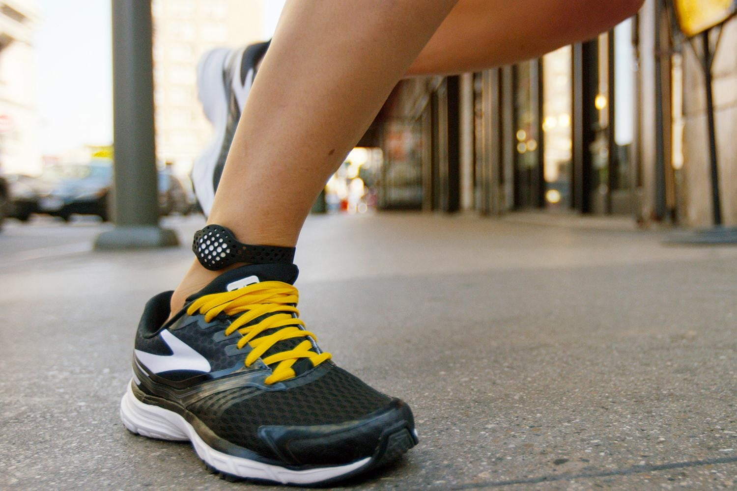 the moov now uses machine smarts to help improve your workouts running