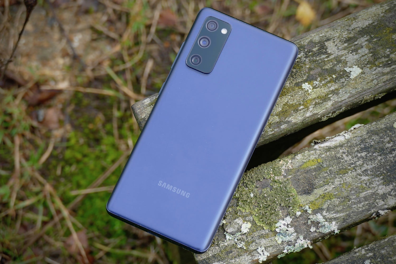 pixel 5 oneplus 8t galaxy s20 fe shootout buying guide samsung navy blue back