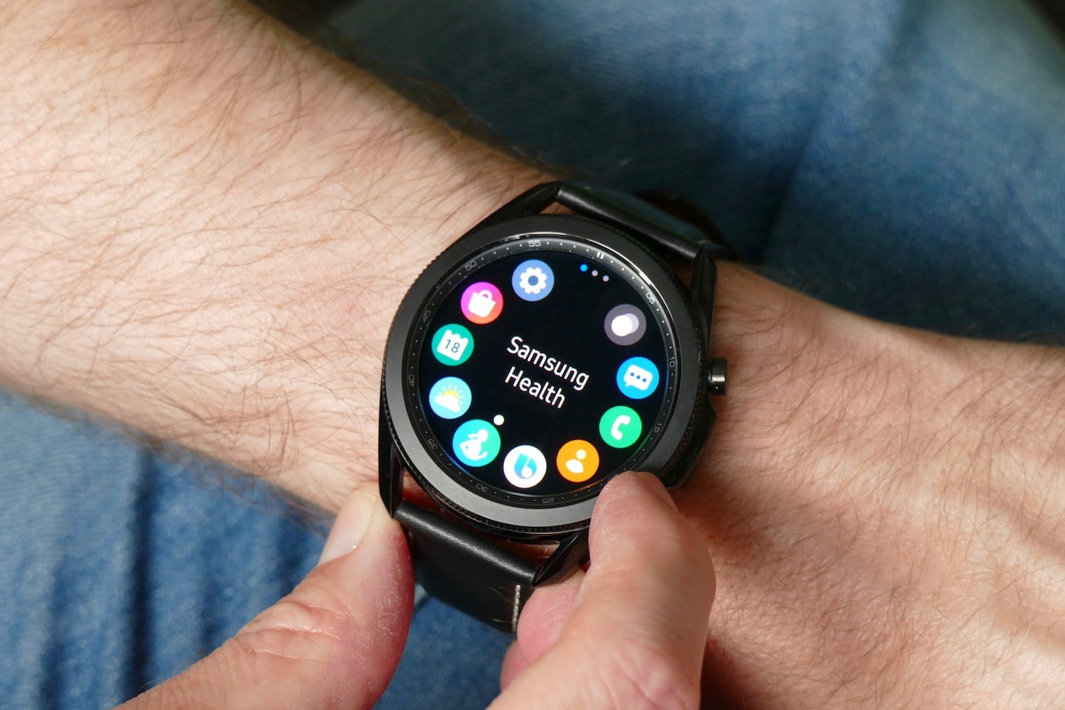 Custom UIs could make or break Google and Samsung's Wear smartwatch software
