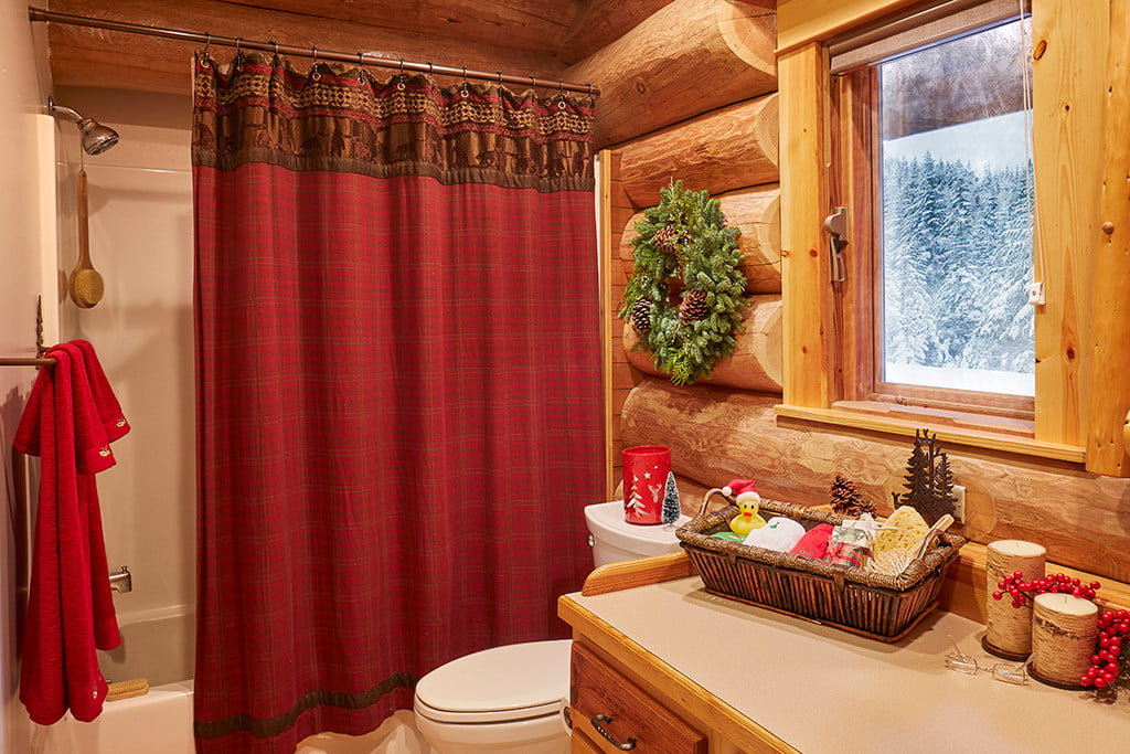 zillow lists and shows off home of santa 2 santas house bathroom 008