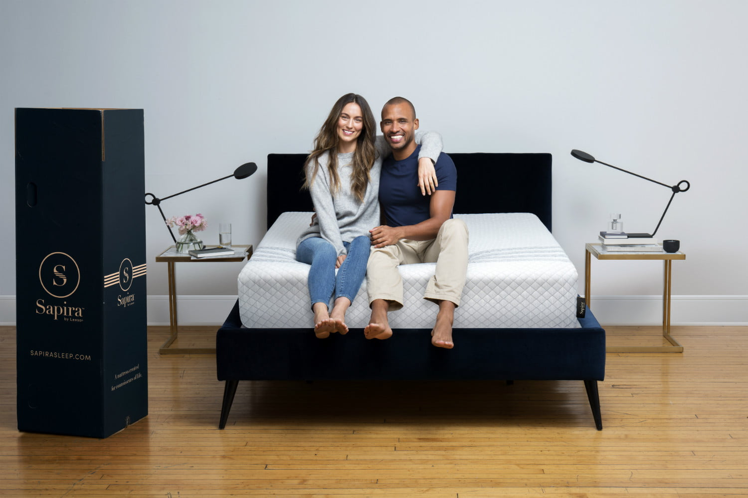 leesa introduces its luxury sapira mattress in a box shot03 unboxing 195 color