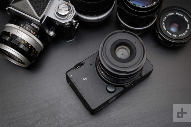 sigma fp review front logo dm 26