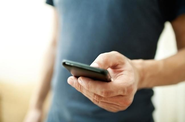 eu cuts roaming rates half may eliminate charges altogether smartphone 4 1000x667