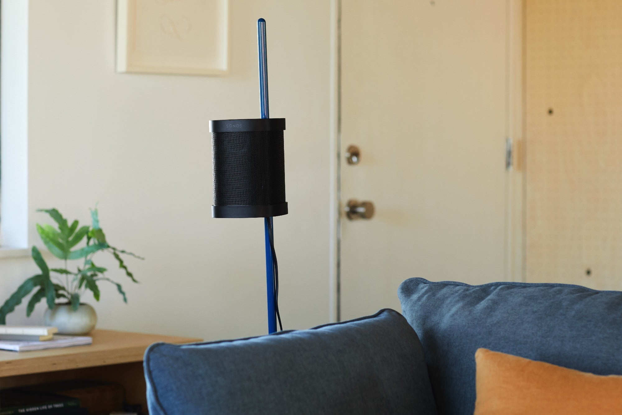 Sonos x Floyd One Stand seen from the front.