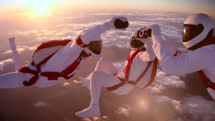 epic sony ad shows skydivers changing lens of alpha a7r in midair change