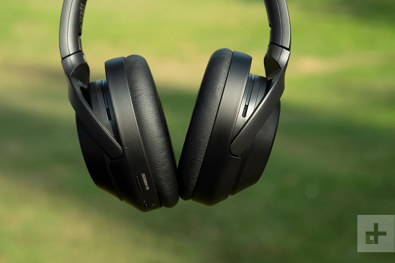 sony wh-1000x headphones cup detail