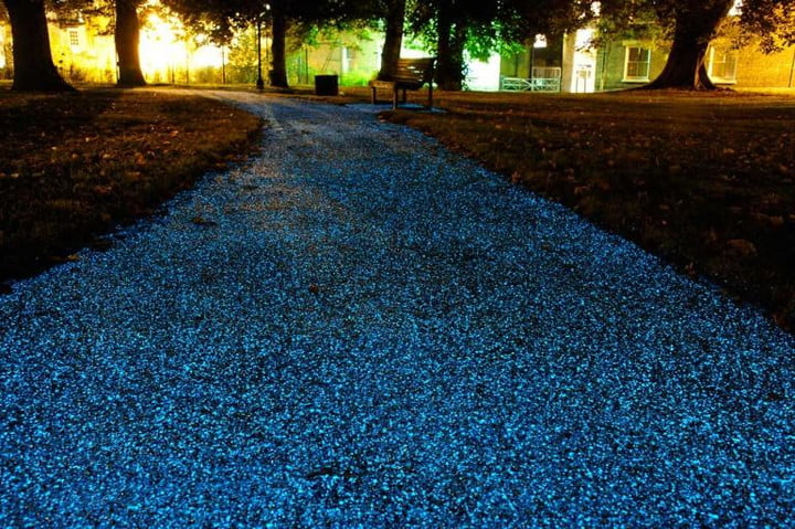 who needs streetlights when youve got glow in the dark streets starpath glowing pathway