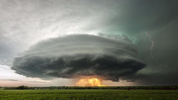 kansas photographer turns violent storms beautiful time lapse cinematography stephen locke climax supercell