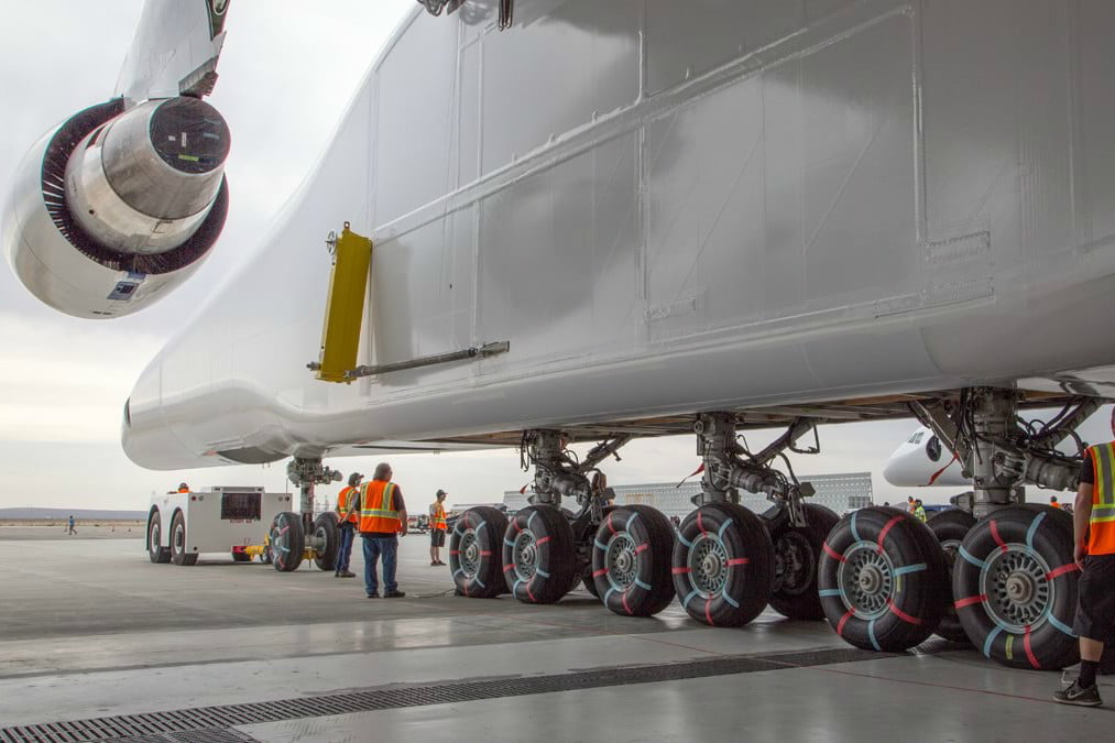 stratolaunch dwarves other aircraft strato 4