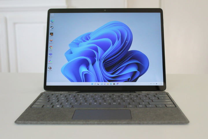 The display of the Surface Pro 8.