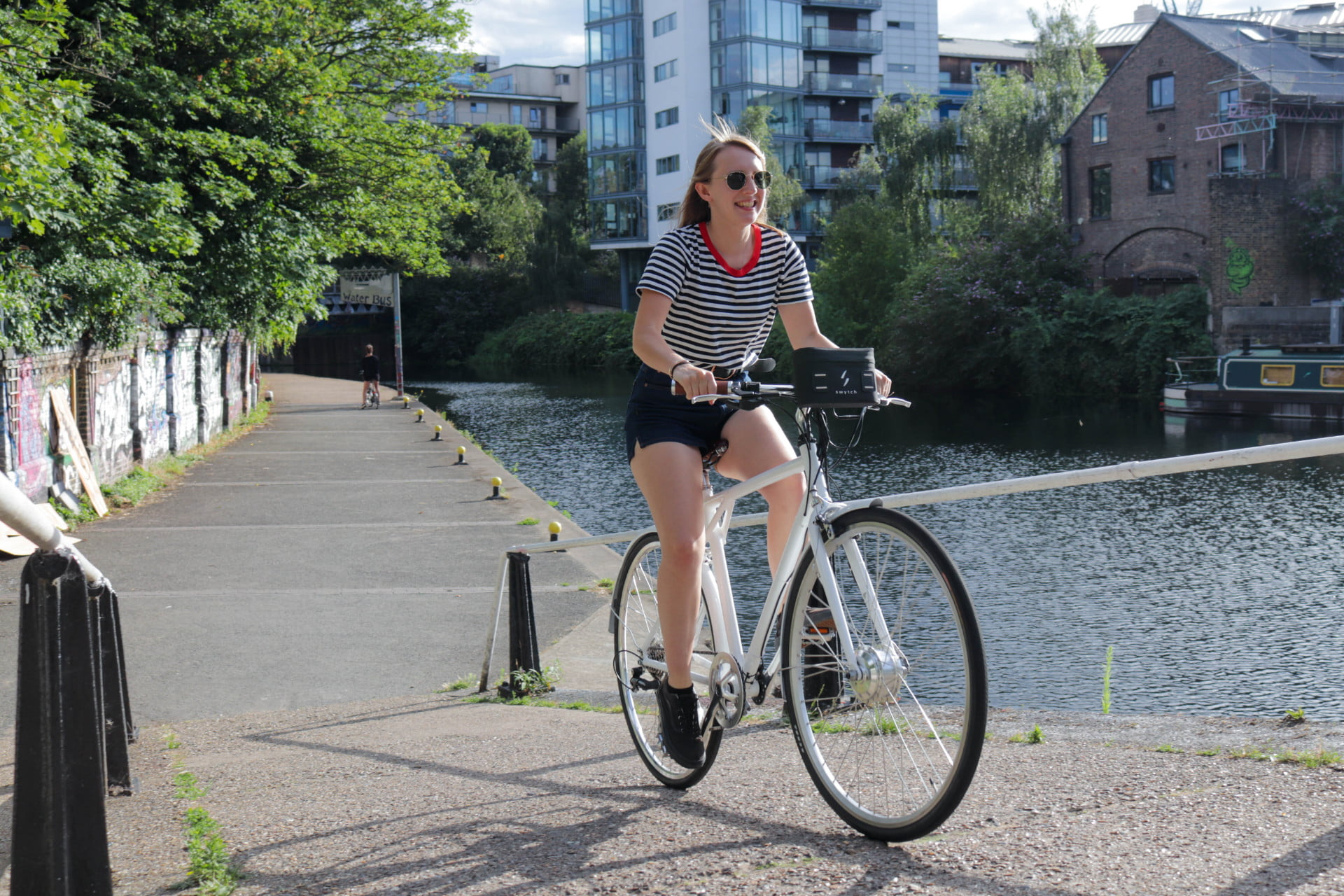 compact swytch kit converts any bike to an e for sustainable transport 1