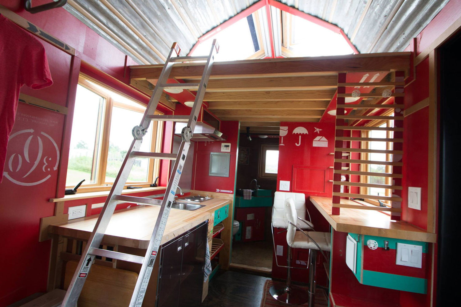 tiny drop home on wheels tend building 0012