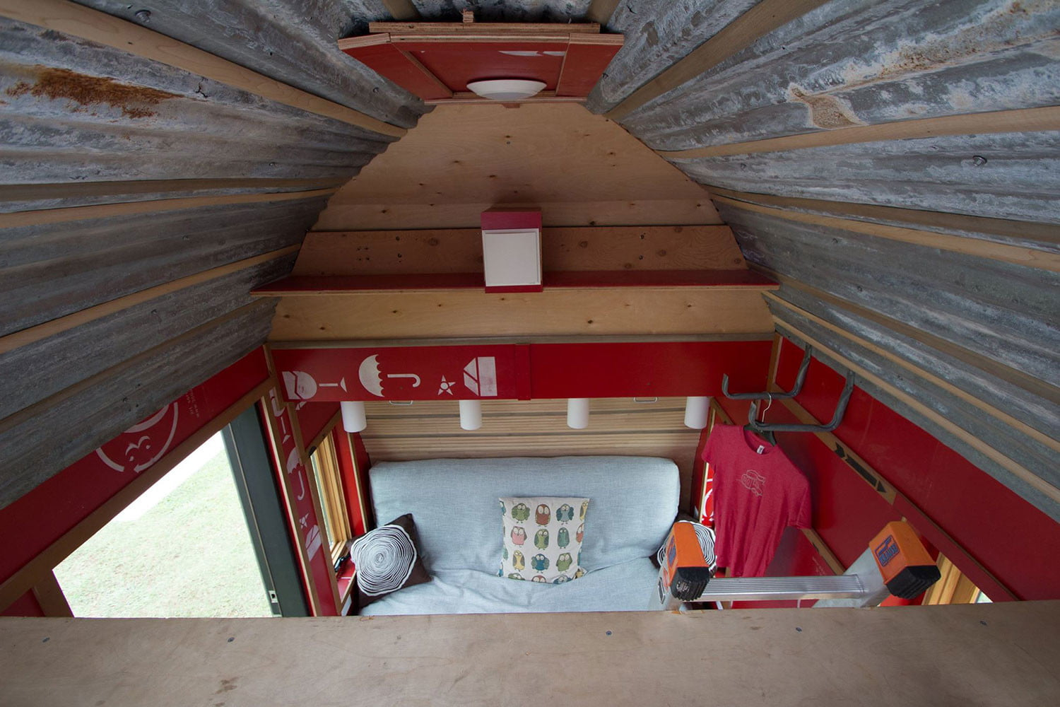 tiny drop home on wheels tend building 0015