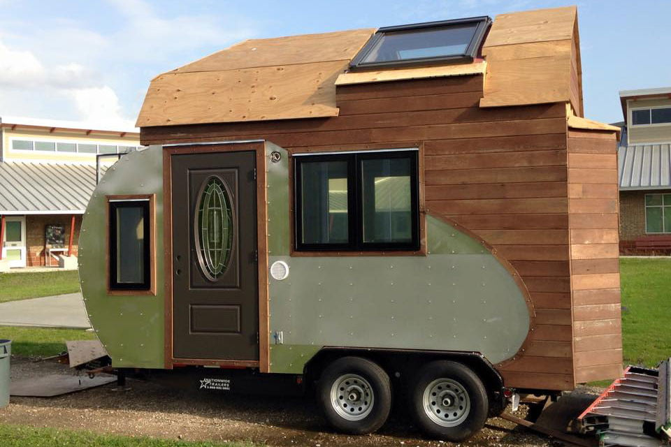 tiny drop home on wheels tend building 002