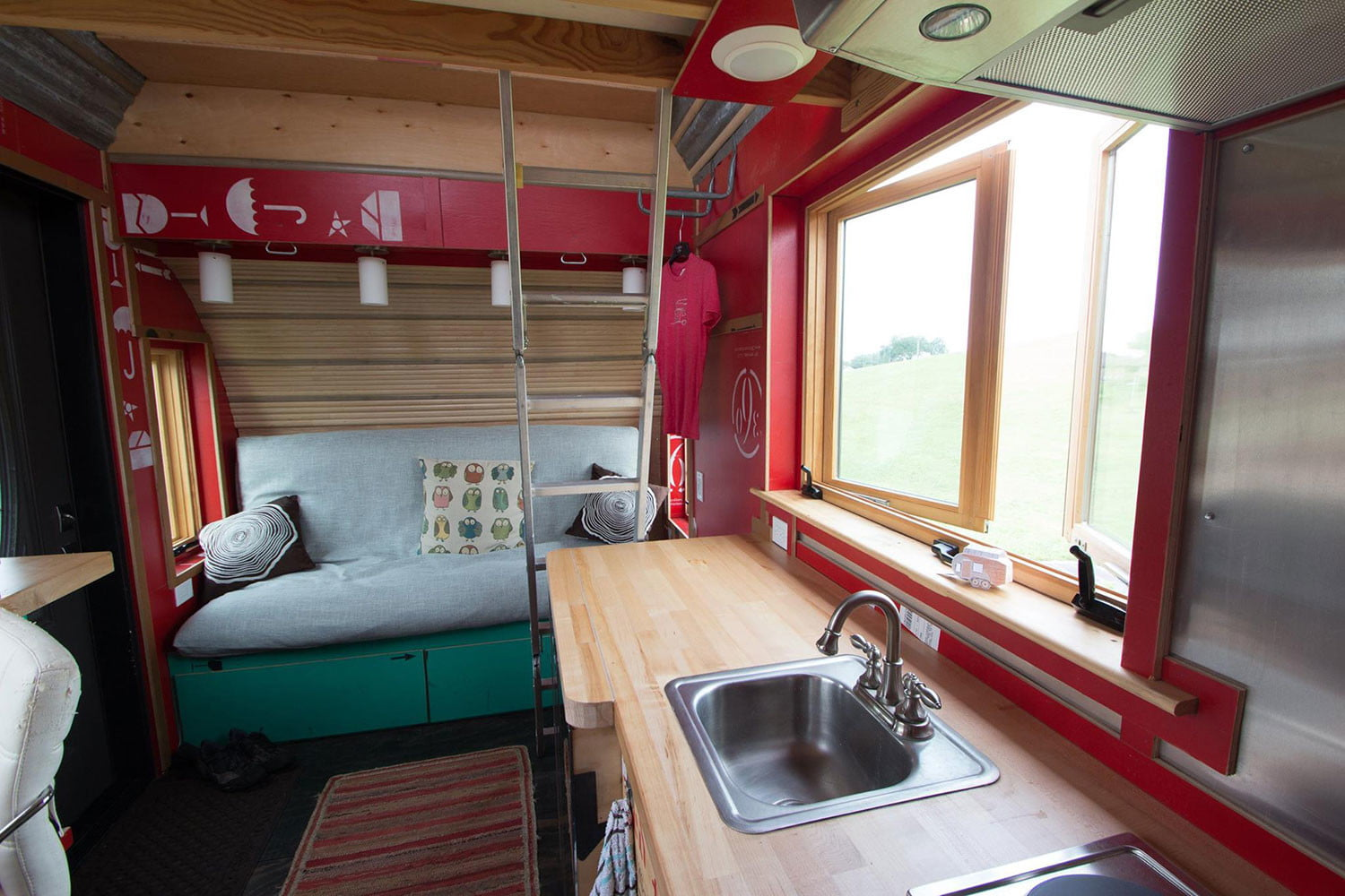 tiny drop home on wheels tend building 007
