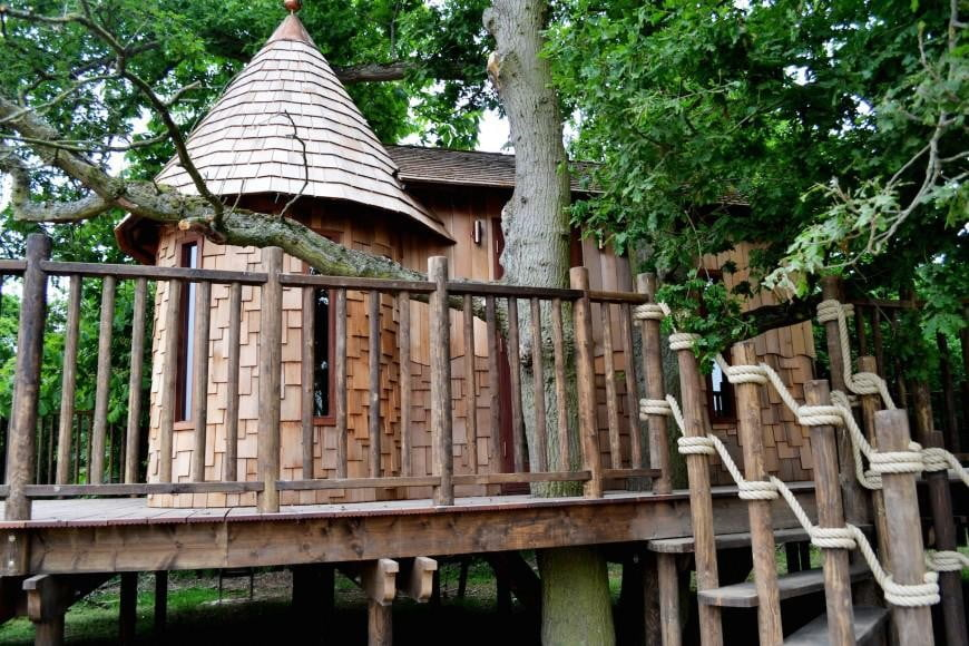 retreat from society and relax in these idyllic cabins around the world nook treehouse 8