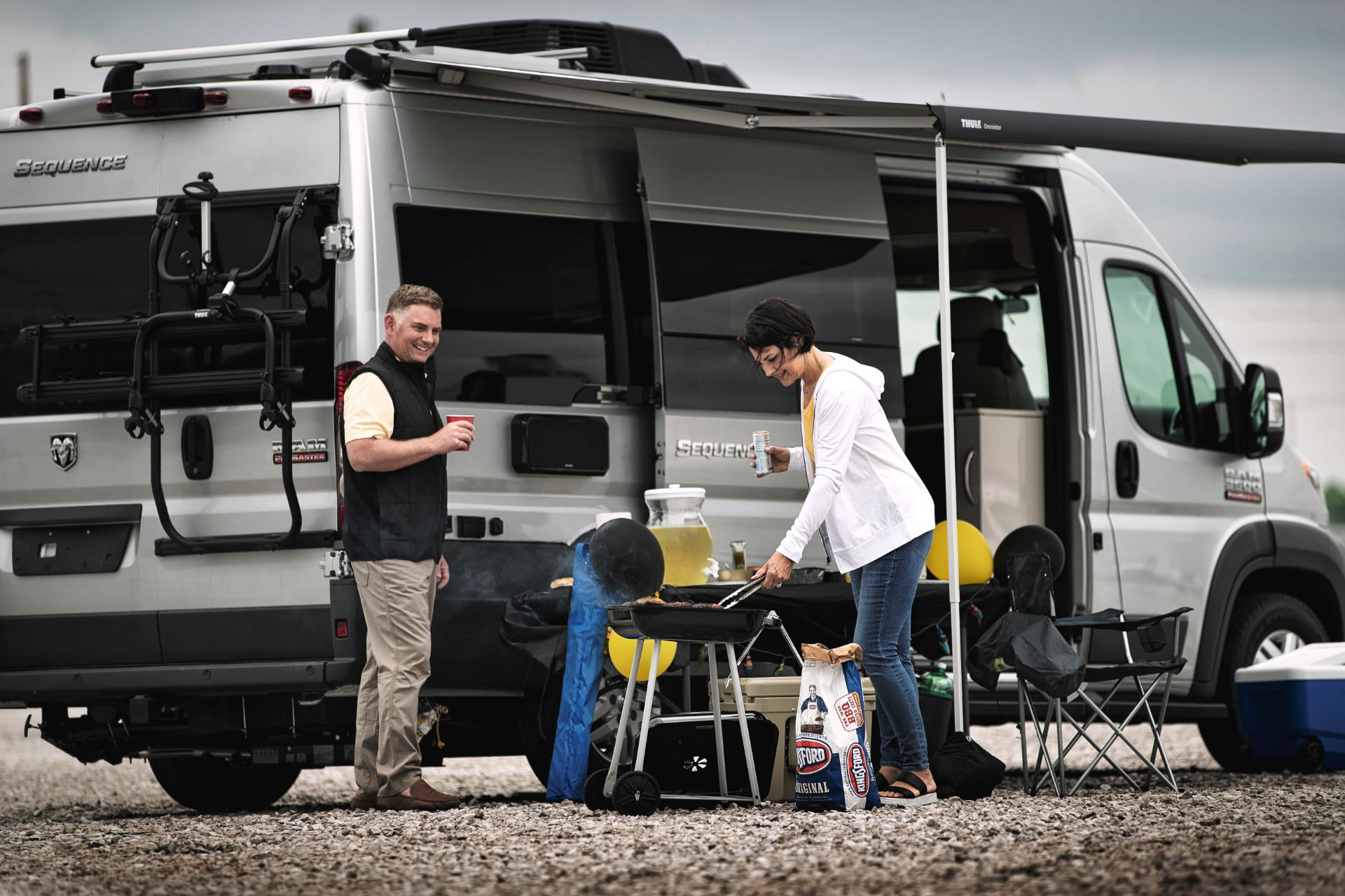take your tech on the road with thor sequence smart class b rv motorcoach 4  1
