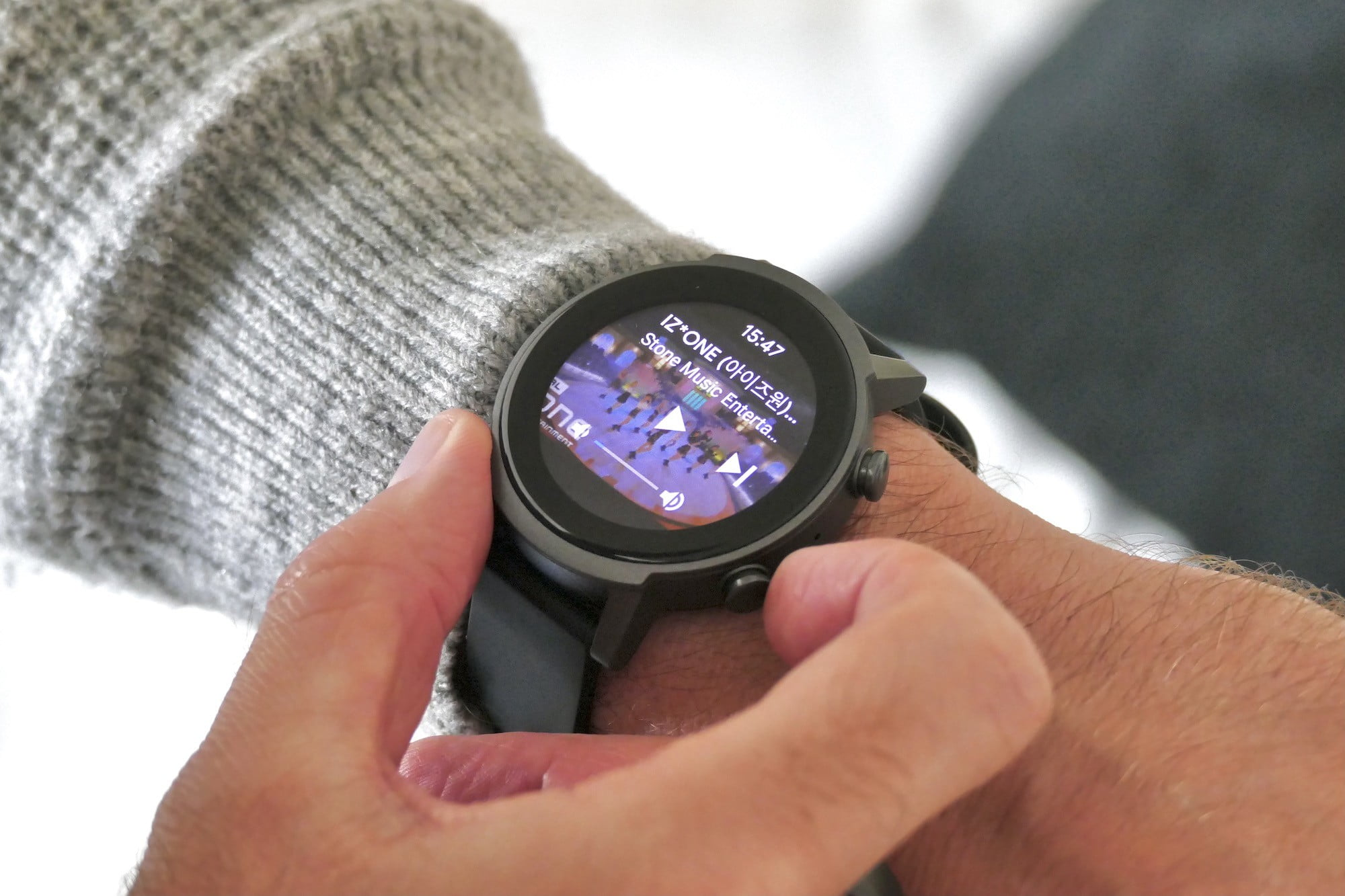 Controlling music on the TicWatch E3.