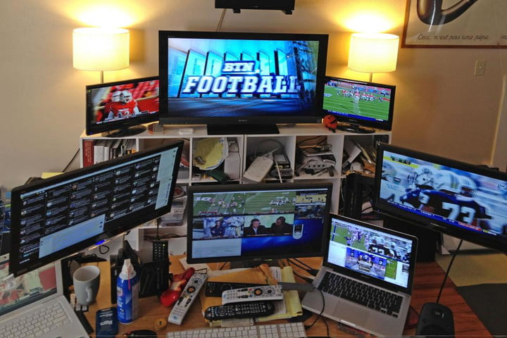deadspin reveals the secret behind their super awesome sports gifs tim burke computer setup via gizmodo 2