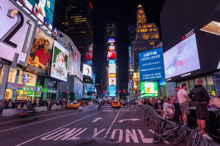 5G-enabled billboard in Time Squares briefly brings interactive game to masses