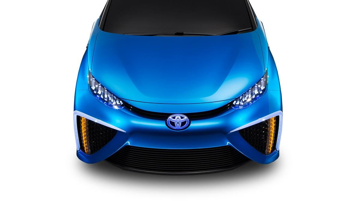 wait toyota releasing first hydrogen powered production vehicle december fuel cell 10