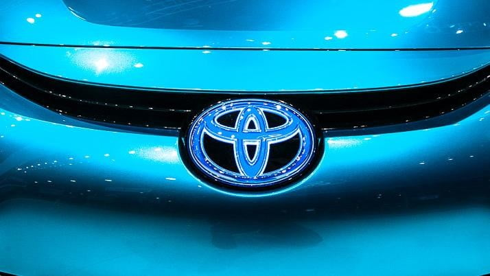 wait toyota releasing first hydrogen powered production vehicle december fuel cell 7