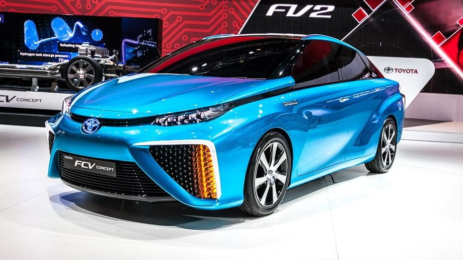wait toyota releasing first hydrogen powered production vehicle december fuel cell 9