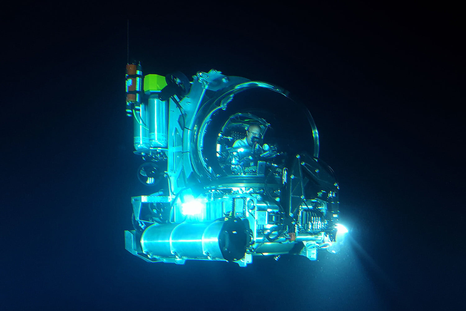 coolest personal submarines triton 3300 1 md