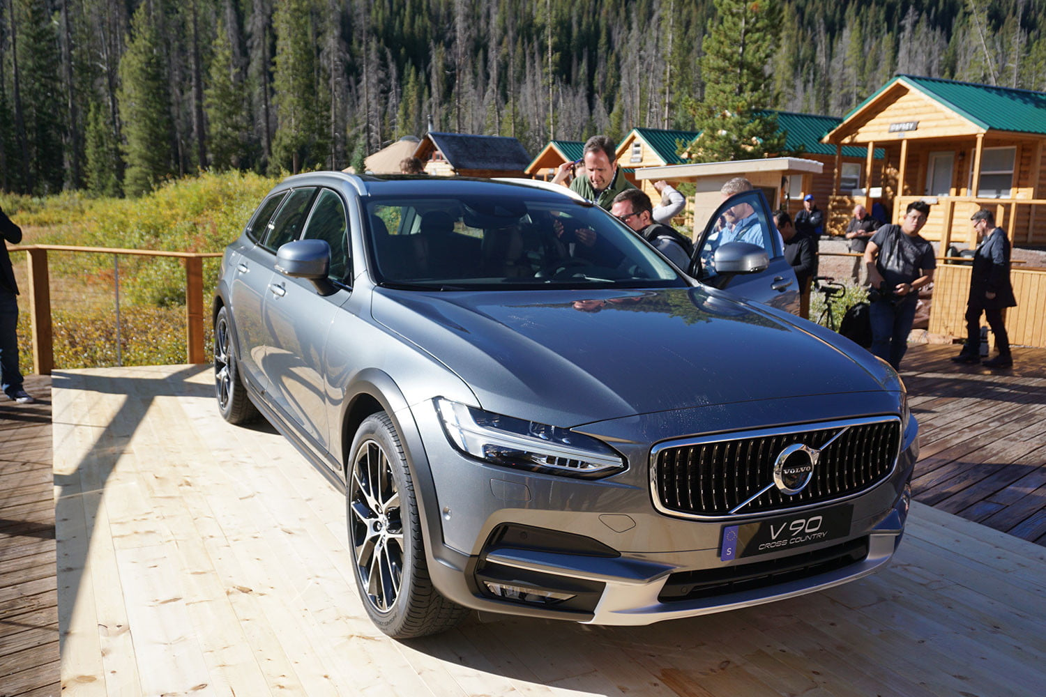 volvo v90 cross country news specs pictures 02