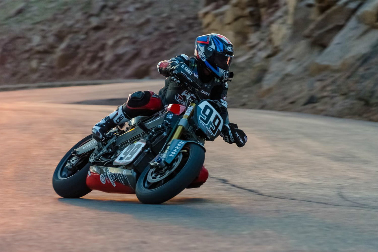 victory motorcycles empulse rr takes first at pikes peak ppihc