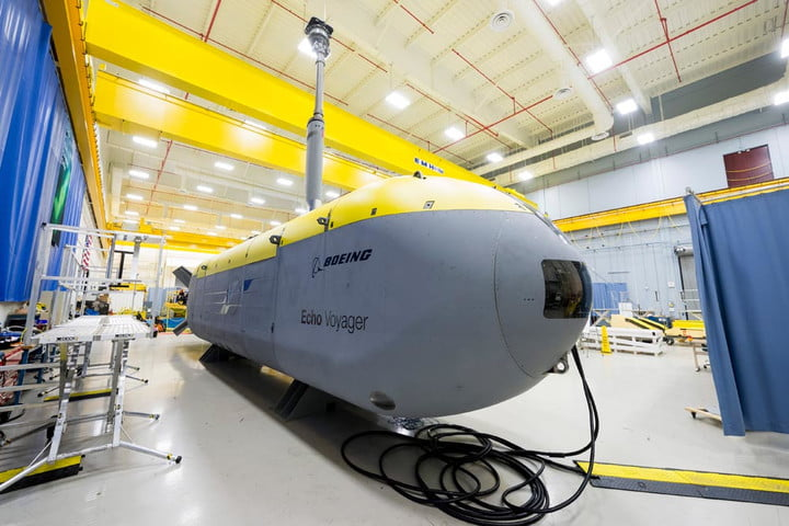 robotic sub explores underwater for six months voyager1