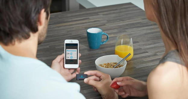 withings-pulse-with-iphone