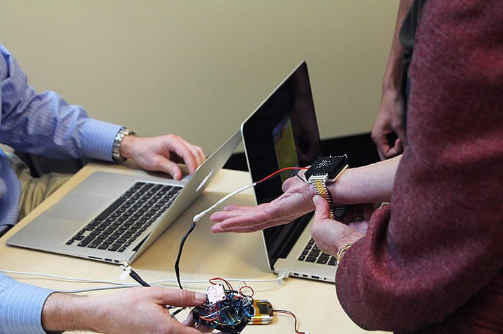 mit students develop personal cooling device make air conditioning obsolete wristify