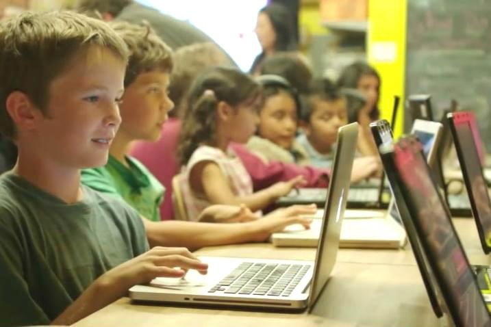 apple host free hour code workshops stores around world young coders