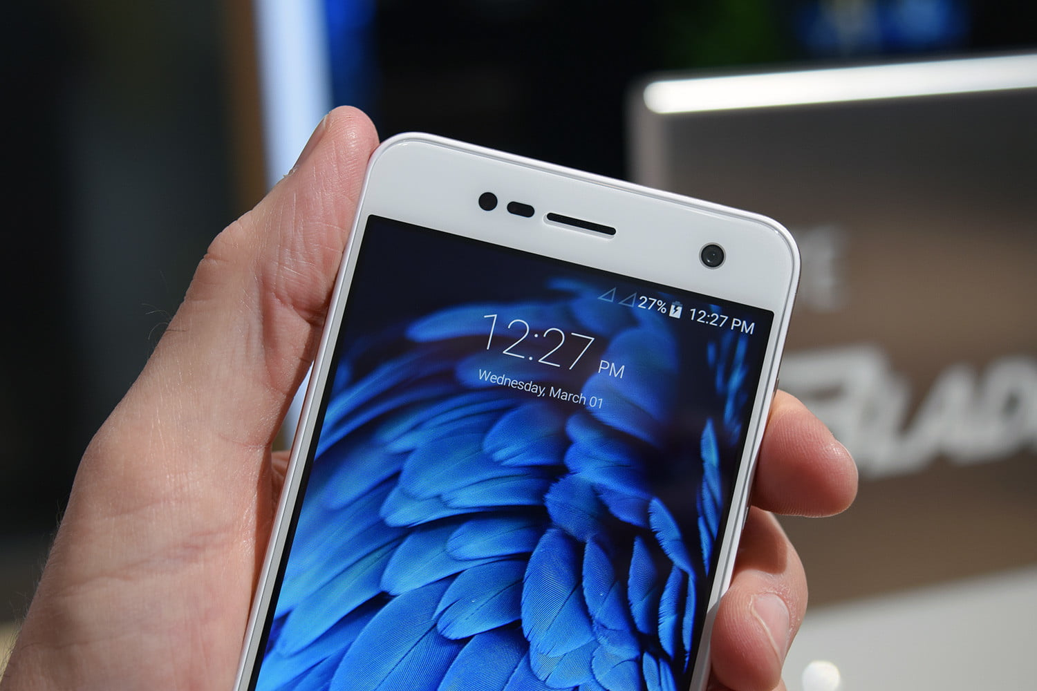 six fun quirky chinese smartphones mwc 2017 zte blade v8 mini 4