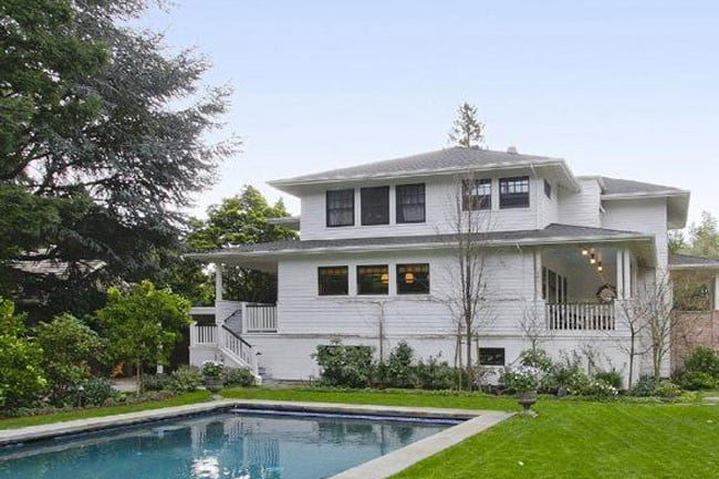 Zuckerberg house: View of the house from the backyard